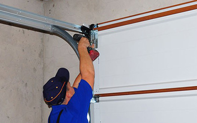 4 Reasons How DIY Garage Door Repair Can Be Risky